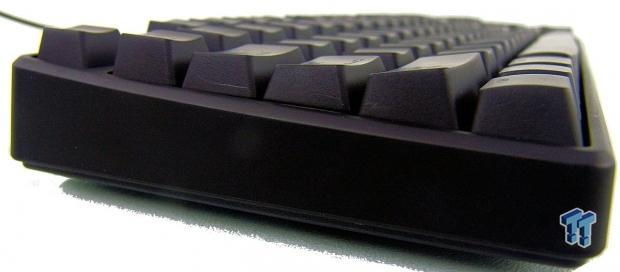 tt_esports_illuminated_poseidon_z_mechanical_gaming_keyboard_review_08