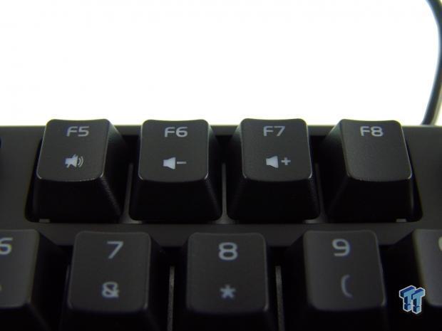 tt-esports-poseidon-rgb-mechanical-gaming-keyboard-review_11