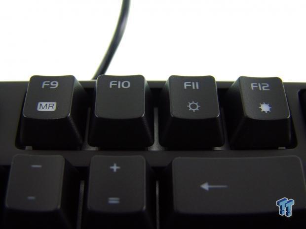 tt-esports-poseidon-rgb-mechanical-gaming-keyboard-review_12