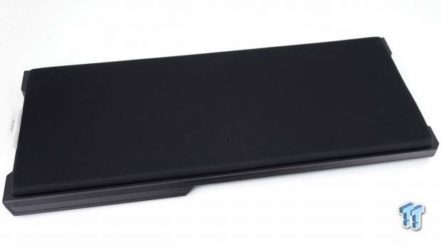 corsair-k63-wireless-gaming-lapboard-review_07