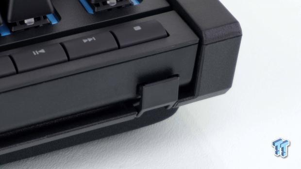 corsair-k63-wireless-gaming-lapboard-review_11