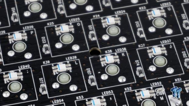 thermaltake-premium-x1-rgb-mechanical-gaming-keyboard-review_26