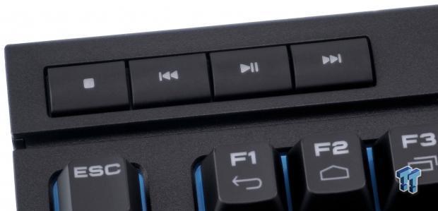 corsair-k63-wireless-mechanical-gaming-keyboard-review_12