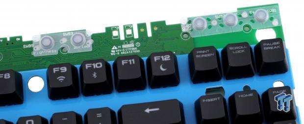 corsair-k63-wireless-mechanical-gaming-keyboard-review_23